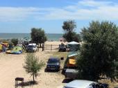 Вид на пляж из палаточного городка